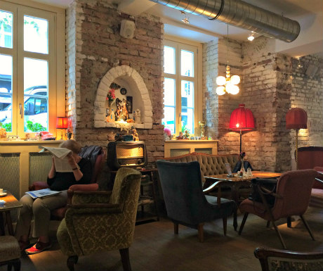 Vienna Neighbourhood: cafe Vollpension in Wieden