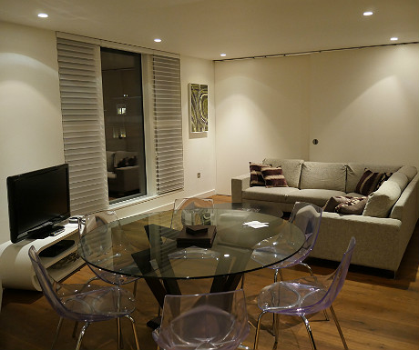 SACO Covent Garden apartment dining area and living space