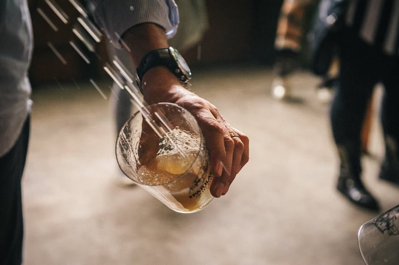 Basque cider pouring tradition